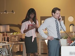 Ebony beauty sucks her office colleague with a huge dong